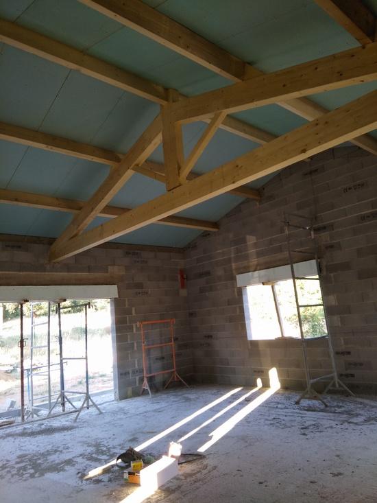 CONSTRUCTION AVEC TOITURE TRADITIONNELLE